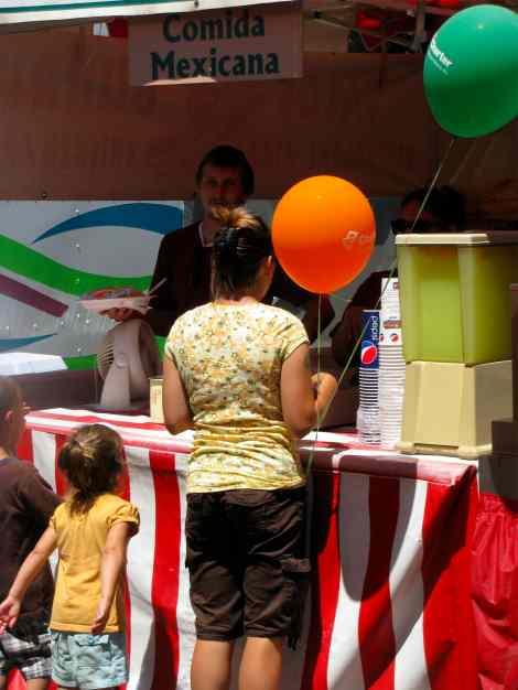 Mothr,Child&Balloons.jpg